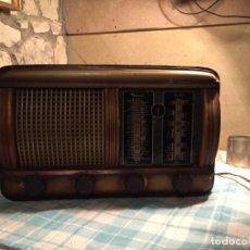 Radios de válvulas: ANTIGUA RADIO DE VÁLVULAS CAJA DE MADERA CON DIAL DE CRISTAL AÑOS 30-40. Lote 183714432