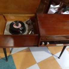 Radios de válvulas: RADIO TOCADISCO MUEBLE PHILIPS FUNCIONA AJUSTES VINTAGE STEREO. Lote 184531740