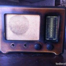 Radios de válvulas: RADIO ANTIGUA MARCA IBERIA DE VALVULAS CON CAJA DE MADERA . Lote 185908577
