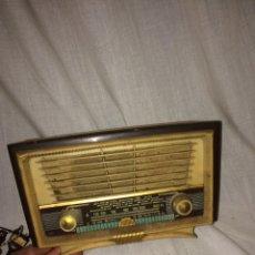 Radios de válvulas: PRECIOSA RADIO ANTIGUA PEQUEÑA MARCA INRAT!. Lote 185930881