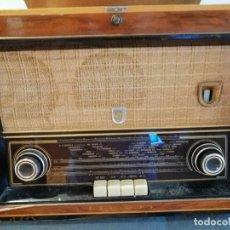 Radios de válvulas: RADIO TOCADISCOS FHILIPS AÑOS 50 60. VER CARACTERISTICAS EN FOTO. FUNCIONANDO.. Lote 186268063