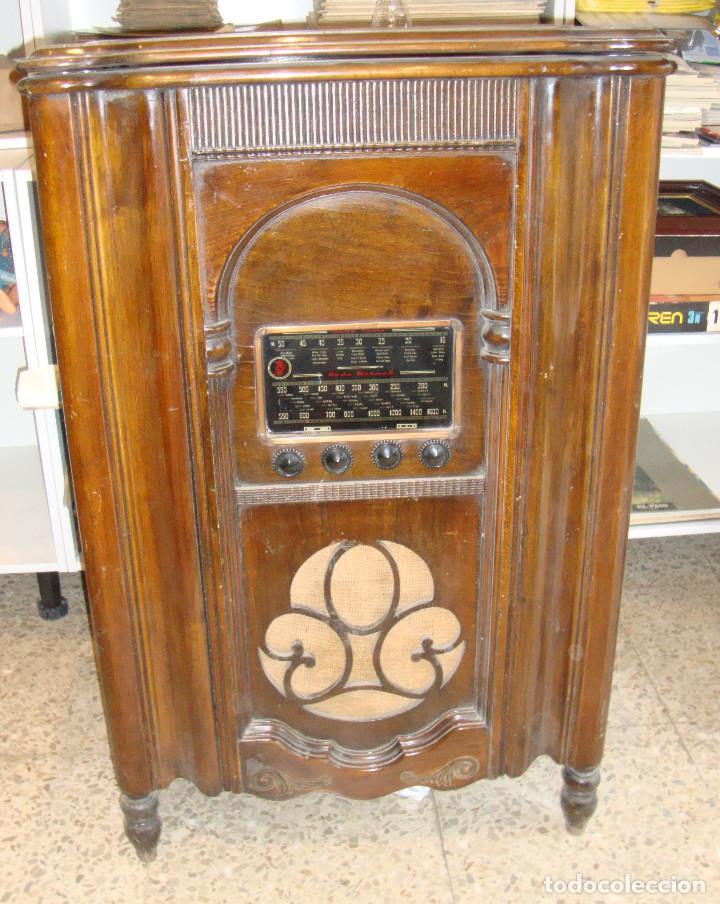 BONITA RADIO TOCOADISCOS DE MADERA DESCONOCEMOS MARCA Y MODELO VER FOTOS (Radios, Gramófonos, Grabadoras y Otros - Radios de Válvulas)