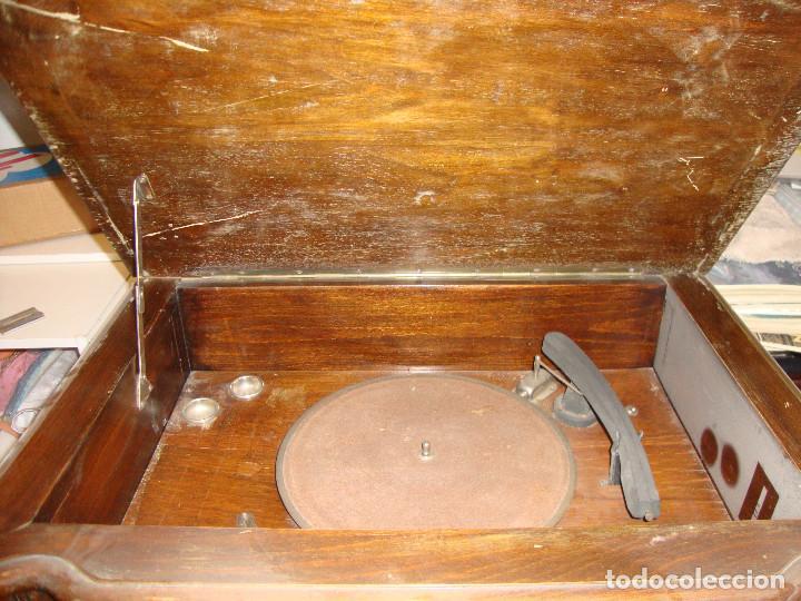 Radios de válvulas: BONITA RADIO TOCOADISCOS DE MADERA DESCONOCEMOS MARCA Y MODELO VER FOTOS - Foto 6 - 187183205