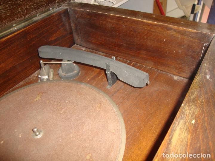 Radios de válvulas: BONITA RADIO TOCOADISCOS DE MADERA DESCONOCEMOS MARCA Y MODELO VER FOTOS - Foto 7 - 187183205