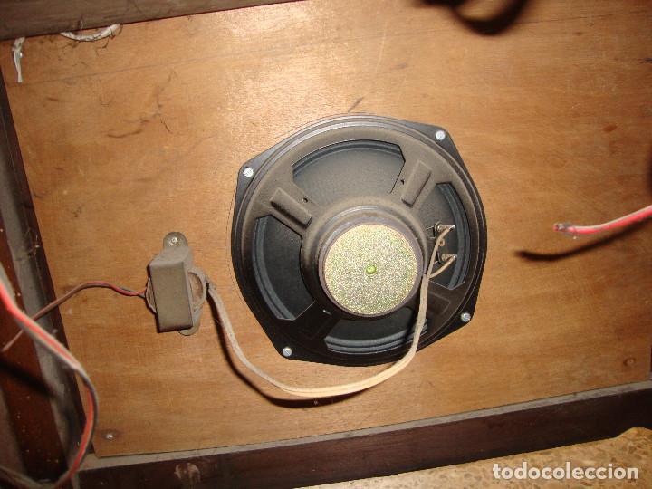 Radios de válvulas: BONITA RADIO TOCOADISCOS DE MADERA DESCONOCEMOS MARCA Y MODELO VER FOTOS - Foto 11 - 187183205