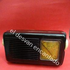 Radios de válvulas: INTERESANTE RADIO ITALIANA EN BAQUELITA RADIOMARELLI. MIDE 25 X 14 X 9 CTMS. FUNCIONANDO. Lote 187369363