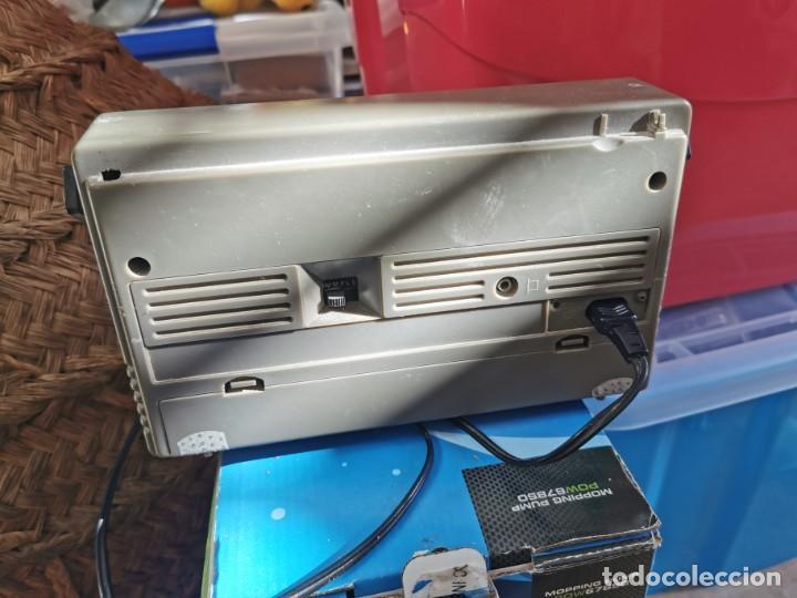 Radios de válvulas: Antigua radio Philips funcionando a falta de antena - Foto 2 - 226680635