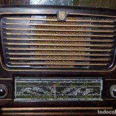 Radios de válvulas: ANTIGUA RADIO PHILIPS. NO FUNCIONA. REPARAR, DECORACIÓN, PIEZAS.. Lote 190579521