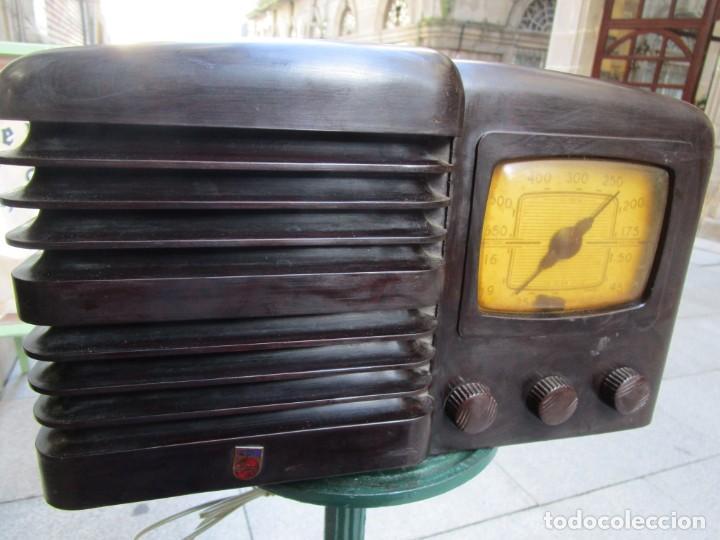 ANTIGUA RADIO BAKELITA PHILIPS MODELO 490 LN - MADE IN USA - RARA - NO FUNCIONA+ INFO (Radios, Gramófonos, Grabadoras y Otros - Radios de Válvulas)