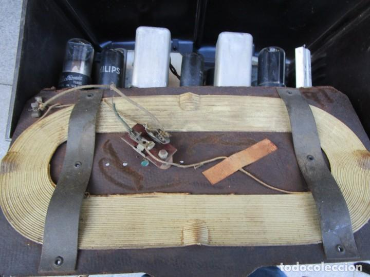 Radios de válvulas: ANTIGUA RADIO BAKELITA PHILIPS MODELO 490 LN - MADE IN USA - RARA - NO FUNCIONA+ INFO - Foto 9 - 190858698