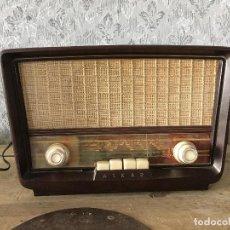 Radios de válvulas: RADIO ASKAR BAQUELITA. FUNCIONANDO A 125 VOLTIOS (USANDO TRANSFORMADOR). Lote 192174440