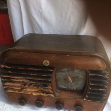 Radios à lampes: ANTIGUA RADIO DE MADERA CLARVISION!. Lote 192372016