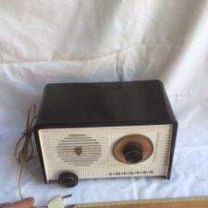 Radios à lampes: PEQUEÑA Y ANTIGUA RADIO PHILIPS FUNCIONANDO!. Lote 192376473