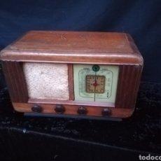 Radios à lampes: ANTIGUA RADIO DE VÁLVULAS DE MADERA. Lote 192388237