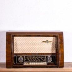 Radios de válvulas: RADIO ANTIGUA LOEWE OPTA. Lote 193720587