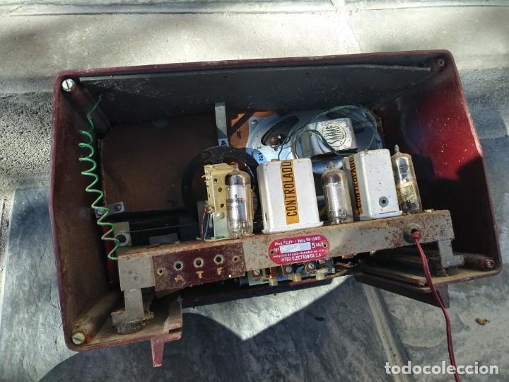 Radios de válvulas: Antigua radio INTER TEXAS modelo P. 239 madera válvulas - Foto 10 - 194099091