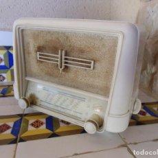 Radios de válvulas: MAGNIFICA RADIO DUCREET THOMSON L2424 BAKELITA.30X18X22.5 CM.. Lote 194220378
