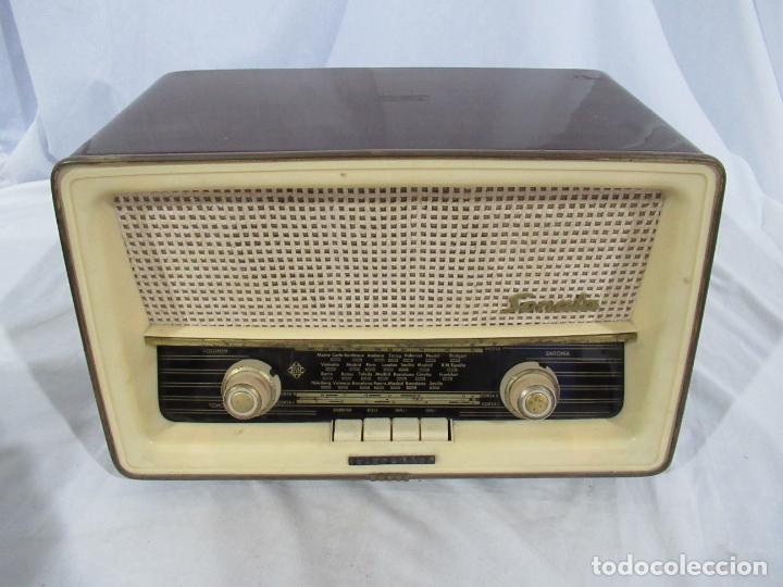 ANTIGUA RADIO TELEFUNKEN SONATA U.2135 - MADE IN SPAIN (Radios, Gramófonos, Grabadoras y Otros - Radios de Válvulas)