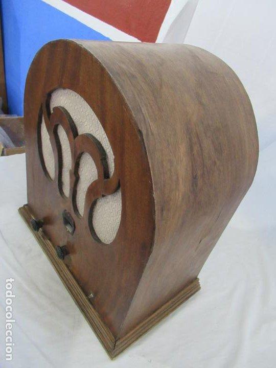 Radios de válvulas: Antigua Radio de Capilla Clarita 42 x 40 x 23 cm. - Foto 2 - 194224262