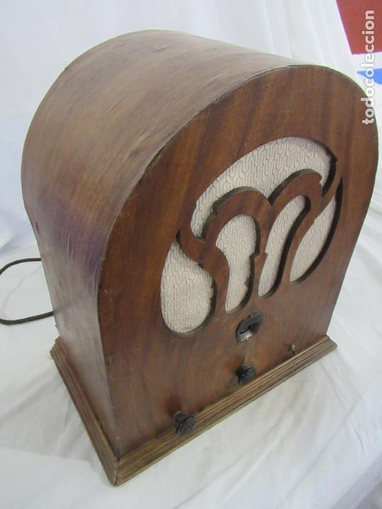 Radios de válvulas: Antigua Radio de Capilla Clarita 42 x 40 x 23 cm. - Foto 3 - 194224262
