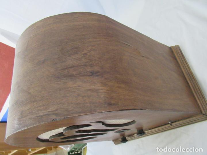 Radios de válvulas: Antigua Radio de Capilla Clarita 42 x 40 x 23 cm. - Foto 9 - 194224262