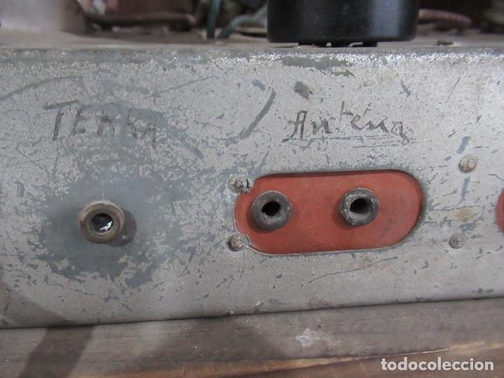 Radios de válvulas: Antigua Radio de Capilla Clarita 42 x 40 x 23 cm. - Foto 14 - 194224262