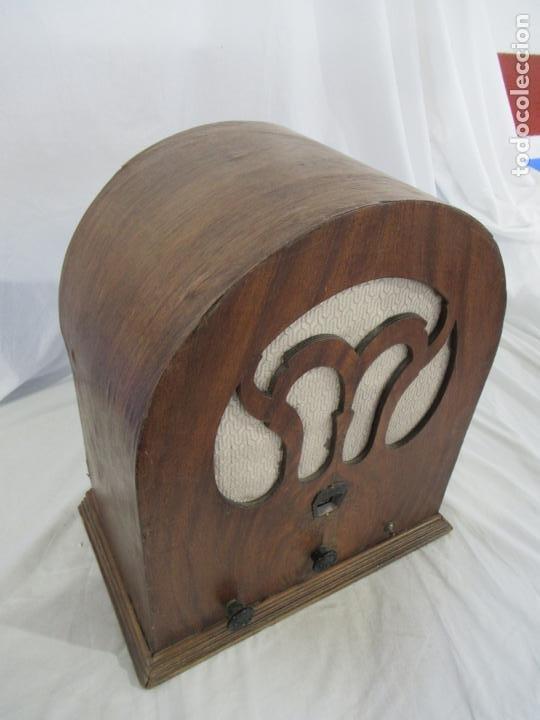 Radios de válvulas: Antigua Radio de Capilla Clarita 42 x 40 x 23 cm. - Foto 18 - 194224262