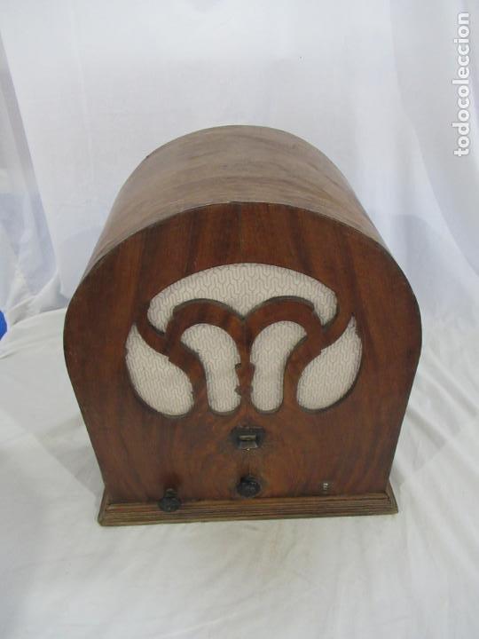 Radios de válvulas: Antigua Radio de Capilla Clarita 42 x 40 x 23 cm. - Foto 19 - 194224262