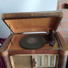 Radios de válvulas: PRECIOSA RADIO GRAMOLA ANTIGUA. Lote 194271100