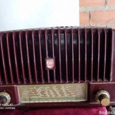 Radios de válvulas: PEQUEÑA RADIO ANTIGUA PHILIPS. Lote 194274423