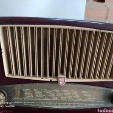 Radios de válvulas: PRECIOSA RADIO ANTIGUA PHILIPS. Lote 194292698