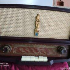 Radios de válvulas: PRECIOSA RADIO ANTIGUA RADIOLA. Lote 194295898