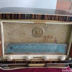 Radios de válvulas: INCREÍBLE RADIO ANTIGUA. Lote 194296867