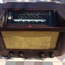 Radios de válvulas: RADIO ANTIGUA DE VALVULAS PHILIPS 170A-15 BAQUELITA - GRANDE. Lote 194348258