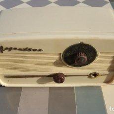 Radios de válvulas: RADIO ANTIGUA DE VALVULAS REGENTONE DP2 BAQUELITA BLANCA. Lote 194349751