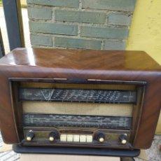 Radios de válvulas: ANTIGUA RADIO DE VÁLVULAS FUNCIONA. Lote 194671500