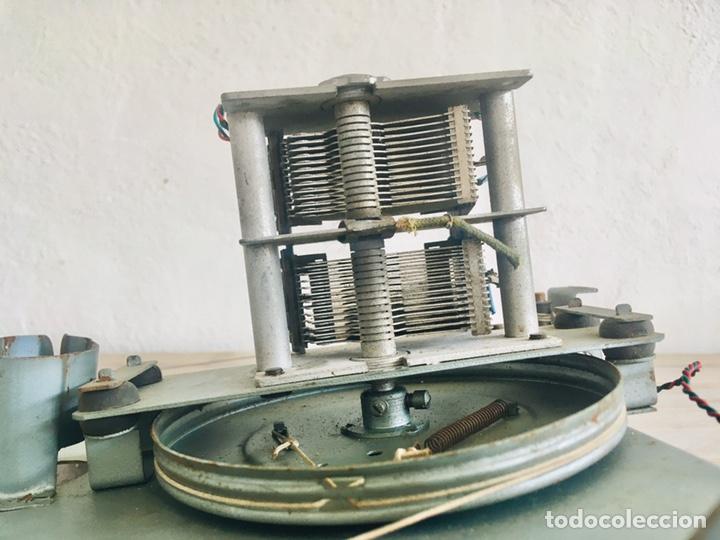 Radios de válvulas: RADIO ANTIGUA CON DIAL DE CRISTAL RECEPTOR INTERNACIONAL DE FRECUENCIA APARATO RADIODIFUSION - Foto 8 - 194695343