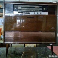 Radios de válvulas: RADIO Y TOCADISCOS GRUNDING. Lote 195254470