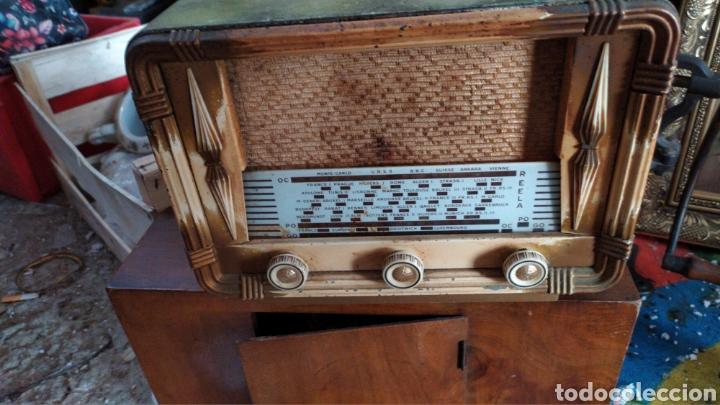ANTIGUA Y PEQUEÑA RADIO DE VÁLVULAS (Radios, Gramófonos, Grabadoras y Otros - Radios de Válvulas)