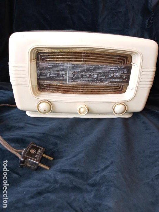 RADIO DE VALVULAS VINTAGE MARCA RADIALVA DE BAQUELITA AÑOS 50 (Radios, Gramófonos, Grabadoras y Otros - Radios de Válvulas)