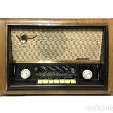 Radios de válvulas: ANTIGUA RADIO ALEMANA TELEFUNKEN ALLEGRETTO A-4167 FUNCIONANDO / ((1955)). Lote 195851113