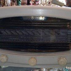 Radios de válvulas: RADIO DE VALVULAS RADIALVA SUPER CHIC 51 DE BAQUELITA. Lote 196590908