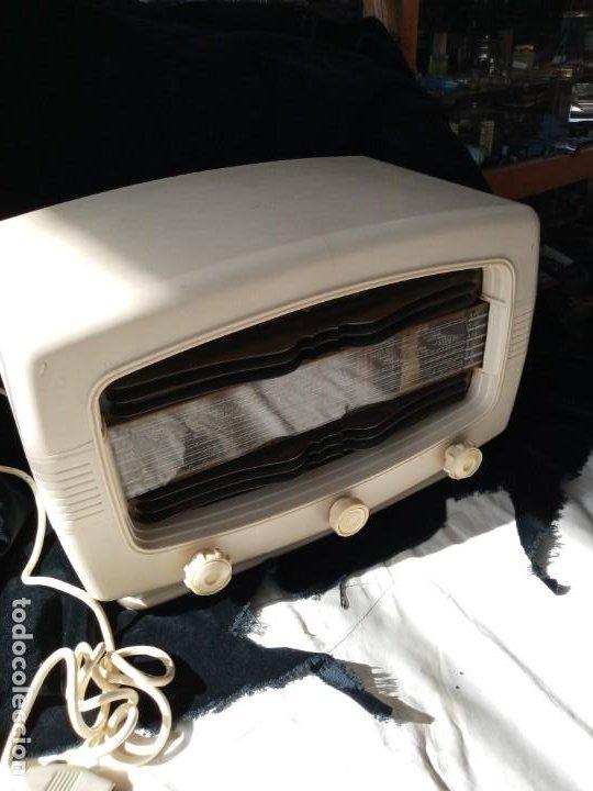 Radios de válvulas: Radio de valvulas Radialva Super Chic 51 de baquelita - Foto 2 - 196590908
