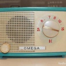 Rádios de válvulas: RADIO OMEGA, BAQUELITA AZUL, LARGO 17 CM, ALTO 11 CM., FONDO 9,50 CM, NO FUNCIONA. Lote 196759858