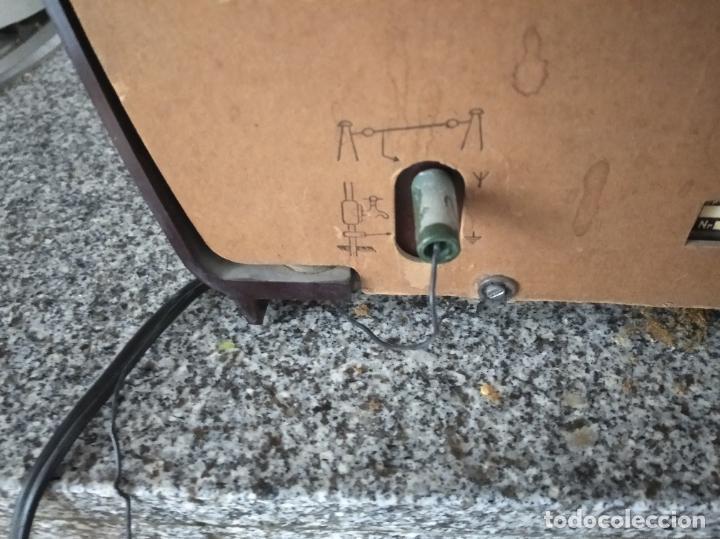 Radios de válvulas: RADIO PHILIPS DE BAQUELITA EN PLENO FUNCIONAMIENTO - Foto 4 - 197118553