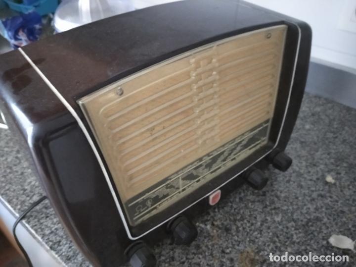 Radios de válvulas: RADIO PHILIPS DE BAQUELITA EN PLENO FUNCIONAMIENTO - Foto 5 - 197118553