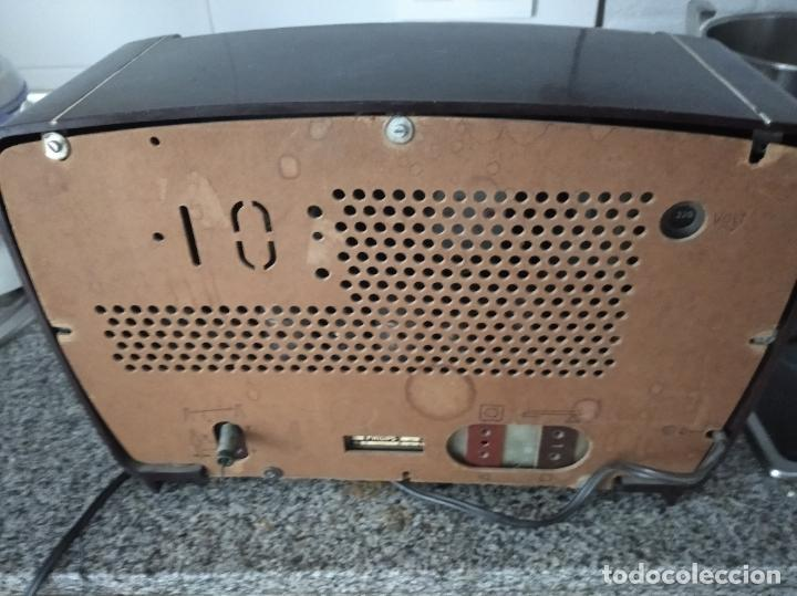 Radios de válvulas: RADIO PHILIPS DE BAQUELITA EN PLENO FUNCIONAMIENTO - Foto 6 - 197118553