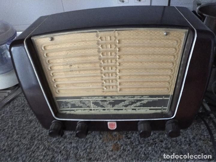 RADIO PHILIPS DE BAQUELITA EN PLENO FUNCIONAMIENTO (Radios, Gramófonos, Grabadoras y Otros - Radios de Válvulas)