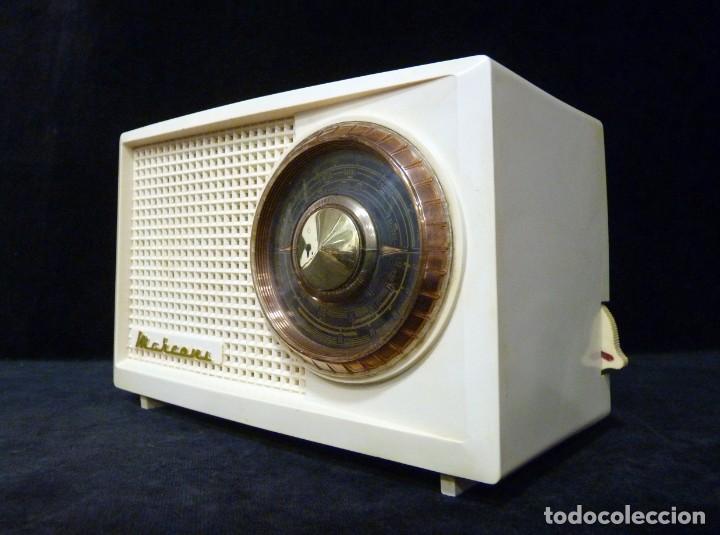 Radios de válvulas: ANTIGUA RADIO MARCONI MOD. UM 137 DE 4 VÁLVULAS. 21,5x14x12 cm. AÑO 1952. FUNCIONANDO. ESCASA - Foto 2 - 197161791
