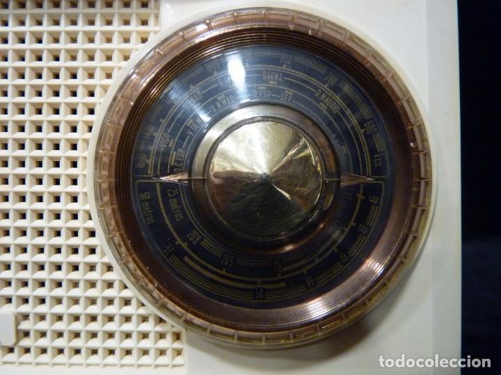 Radios de válvulas: ANTIGUA RADIO MARCONI MOD. UM 137 DE 4 VÁLVULAS. 21,5x14x12 cm. AÑO 1952. FUNCIONANDO. ESCASA - Foto 4 - 197161791